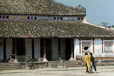Photograph - Two Women In Hue  by Robert Holden