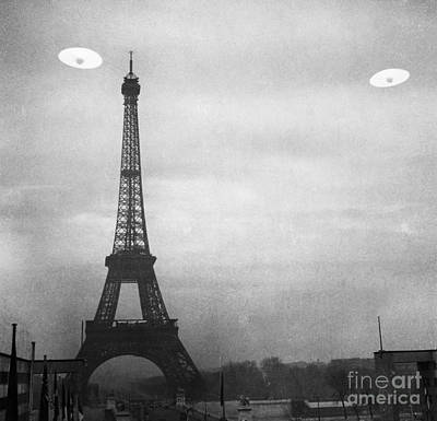 Ufo: Paris Art Print by Granger