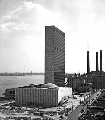 Photograph - Un Building Under Construction by Underwood Archives