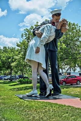 Photograph - Unconditional Surrender Kiss by Louis Ferreira
