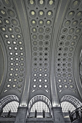 Photograph - Union Station Main Hall by Stuart Litoff