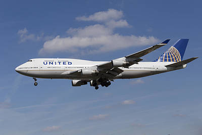 Airlines Photograph - United Airlines Boeing 747 by David Pyatt