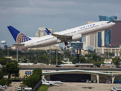 Photograph - United Airlines by Dart Humeston