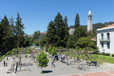 Photograph - University Of California At Berkeley Sproul Plaza Sather Gate And Sather Tower Campanile Dsc6256 by San Francisco Art and Photography
