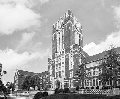 University Of Tennessee Ayres Hall Horizontal Art Print by University Icons