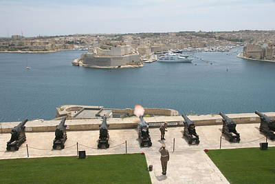Travel Pics Royalty Free Images - Upper Barrakka Saluting Battery Royalty-Free Image by Travel Pics
