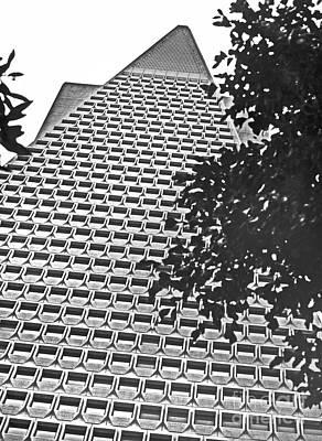 Urban Living In San Francisco - Transamerica Pyramid Original by Mark Hendrickson