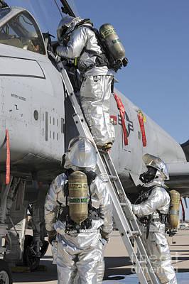 U.s. Air Force Airmen Perform A Rescue Art Print