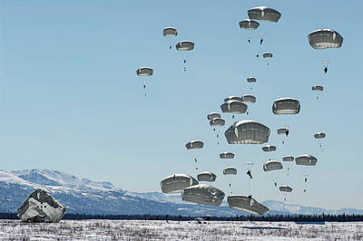 Photograph - Us Army Paratroopers Descend Over Malamute by Paul Fearn