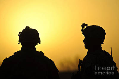 U.s. Army Soldiers Silhouetted Art Print