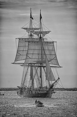 Photograph - U.s. Brig Niagara 11507 by Guy Whiteley