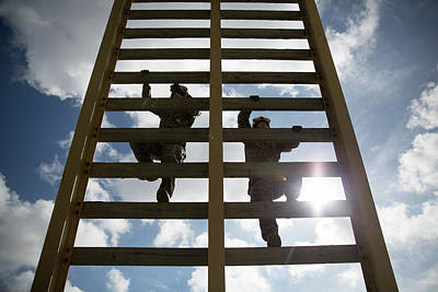 Us Marines Climb A 30 Foot Ladder During A Fast Rope Exercise Art Print by Paul Fearn