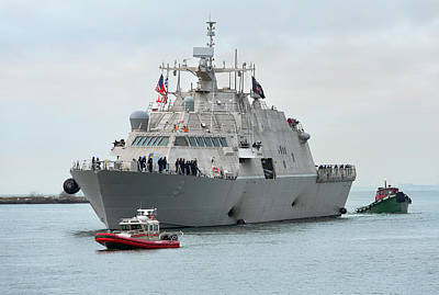 Usn Photograph - Uss Little Rock Arrives by Peter Chilelli