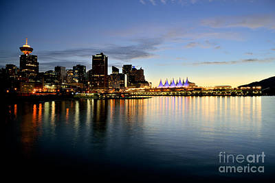 Photograph - Vancouver Downtown Skyline Sunset by Terry Elniski