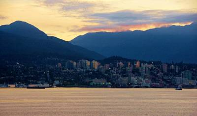 Photograph - Vancouver Sunrise by Phyllis Spoor