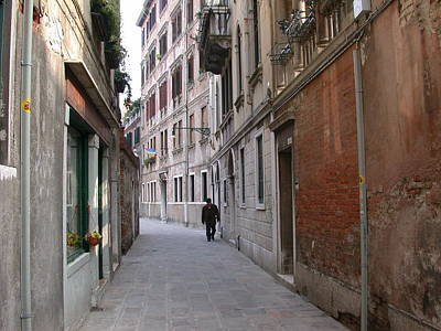 Photograph - Venetian Alley by Aggy Duveen
