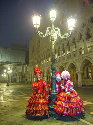 Venetian Ladies In San Marcos Square Art Print
