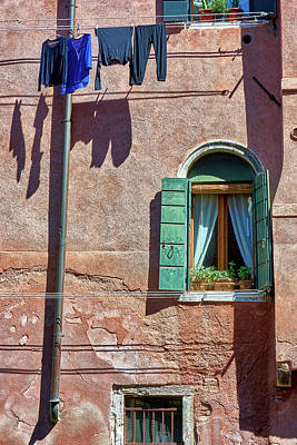 Photograph - Venetian Walls by Eduardo Jose Accorinti
