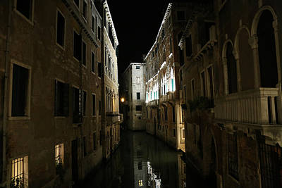 Photograph - Venice Canals 18 by Andrew Fare