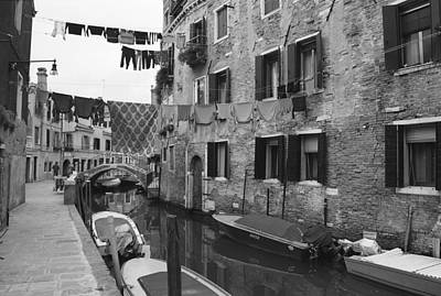 Washing Photograph - Venice by Frank Tschakert