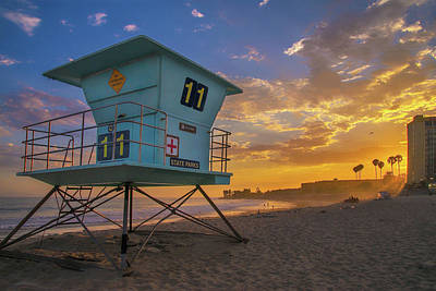 Photograph - Ventura Beach Sunset At Lifeguard Station 11 by Lynn Bauer