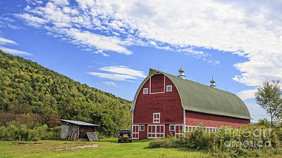 Red Barns Photograph - Vermont Red Barn Route 5 by Edward Fielding