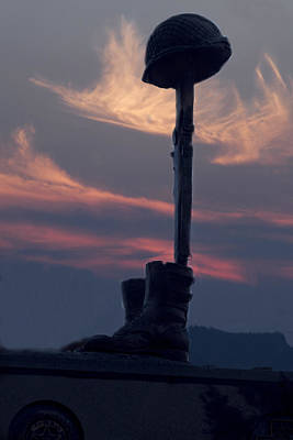 Veterans Monument At Sunset Art Print