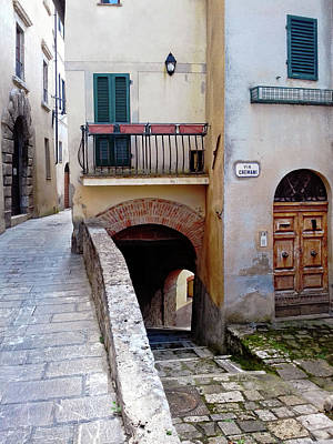 Photograph - Via Cremani Cetona Tuscany by Dorothy Berry-Lound