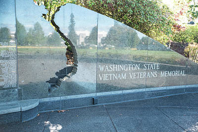 Photograph - Vietnam Veterans Memorial by Tom Cochran