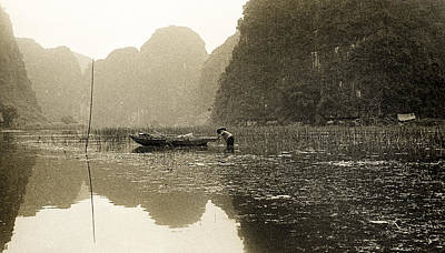 Photograph - Vietnamese Fisher On The River Tam Coc No4 by Weston Westmoreland