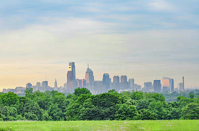 View Of Philadelphia Cityscape From The West Lawn Print by Bill Cannon
