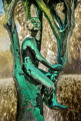 Photograph - Vigeland Boy In Tree Fountain by KG Thienemann