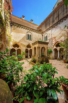Flor Photograph - Villa Cimbrone Courtyard by Inge Johnsson