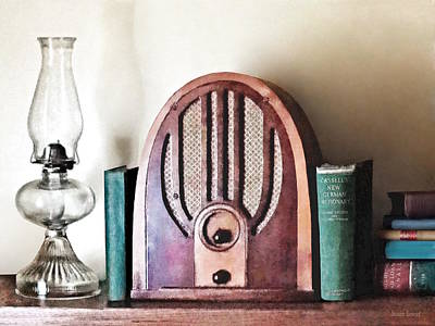 Photograph - Vintage 1930s Radio by Susan Savad