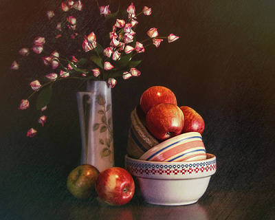 Dishware Photograph - Vintage Bowls With Apples by Tom Mc Nemar