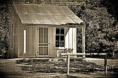 Photograph - Vintage Cabin by Ray Shrewsberry