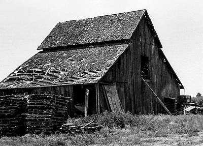 Photograph - Vintage California Barn by Gene Parks