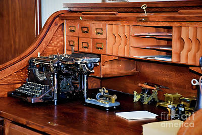 Photograph - Vintage Desk 12118 by Ray Shrewsberry