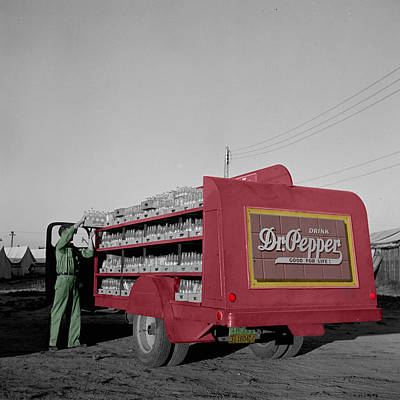 Photograph - Vintage Dr Pepper Truck by Andrew Fare