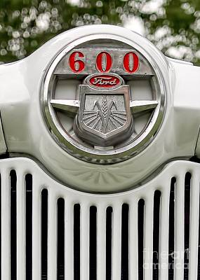 Red Tractors Photograph - Vintage Ford 600 Nameplate Emblem by Edward Fielding
