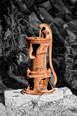 Photograph - Vintage Hand Water Pump by Gene Parks