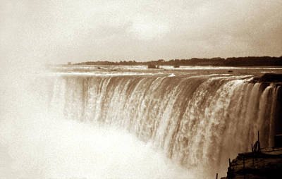 Photograph - Vintage Horsehoe Falls Niagara by Marilyn Hunt