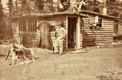 Photograph - Vintage Hunting Log Cabin by Linda Phelps
