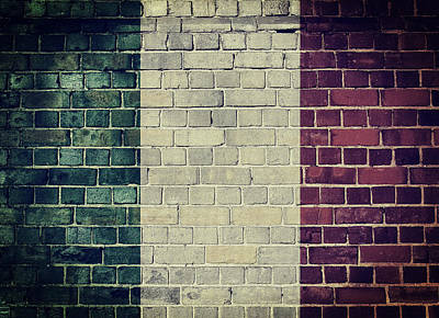 Digital Art - Vintage Italy Flag On A Brick Wall by Steve Ball