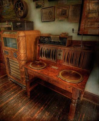 Photograph - Vintage Jukebox by Doug Matthews
