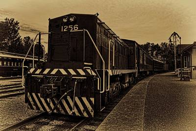 Photograph - Vintage Locomotive 1256 by Dale Kauzlaric