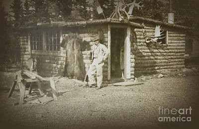 Photograph - Vintage Log Cabin by Linda Phelps