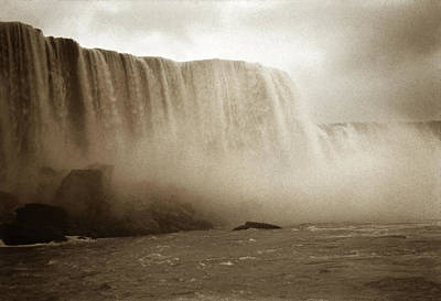 Photograph - Vintage Niagara Falls by Marilyn Hunt