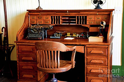Photograph - Vintage Office 12218 by Ray Shrewsberry