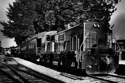 Photograph - Vintage Passenger Train by David Patterson